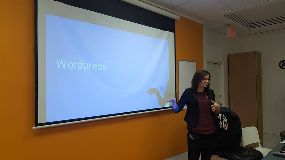 Victoria teaching a wordpress training